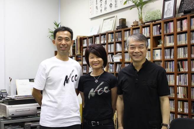 排練前,國立傳統藝術中心王蘭生副主任(左)、NCO劉麗貞團長(中)先行拜會閻惠昌總監(右)。