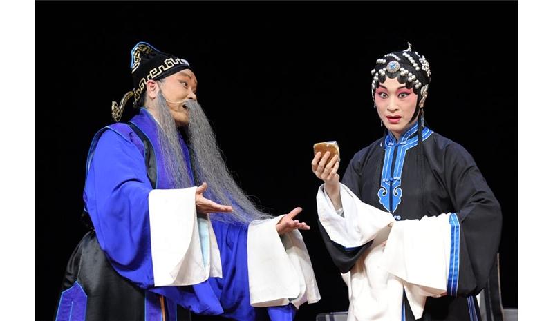 《范進中舉》由女老生王鶯華與旦角朱勝麗主演