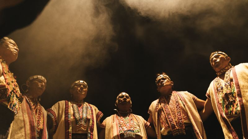 Pasibutbut為布農族眾多歌謠之一,演唱時布農族人圍成一圈,手拉著手一起合唱。