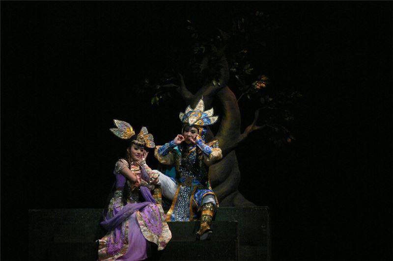 《鬼駙馬》演出照片(2007)。(左/陳昭婷飾雪姬公主、右/孫詩珮飾寒月鴻)