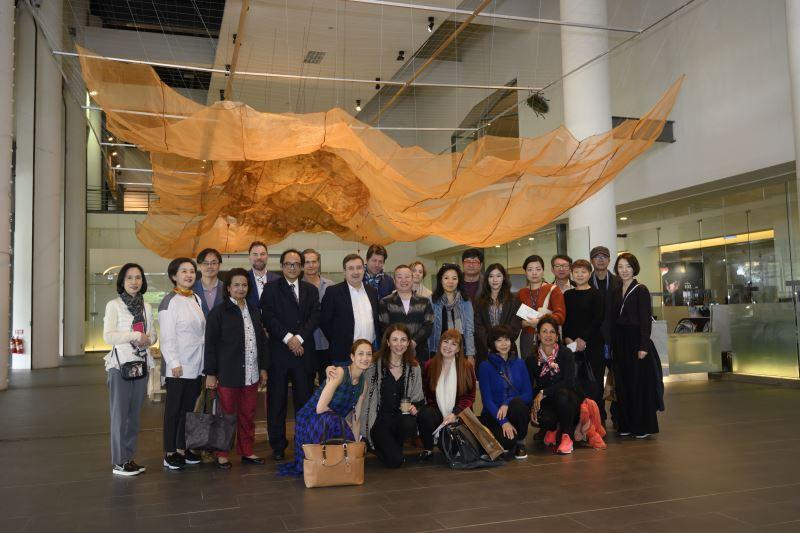 英國TATE泰德美術館參訪團與國美館館長林志明合影