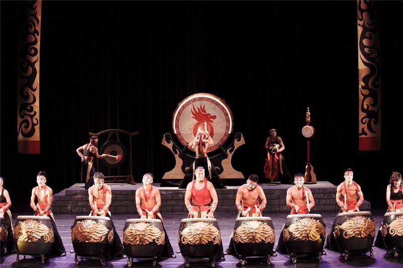 20年來經典鼓曲《齊天戰鼓》,身體嘶吼出力量,鼓棒揮灑出震撼!