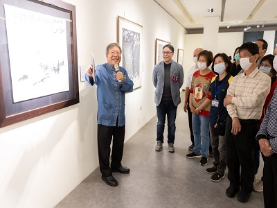 國立臺東大學人文學院前院長林永發院長導覽作品〈日昇之都〉。