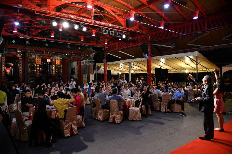 傳藝中心主任陳濟民舉杯感謝本次藝術節所有與會團隊及工藝師們