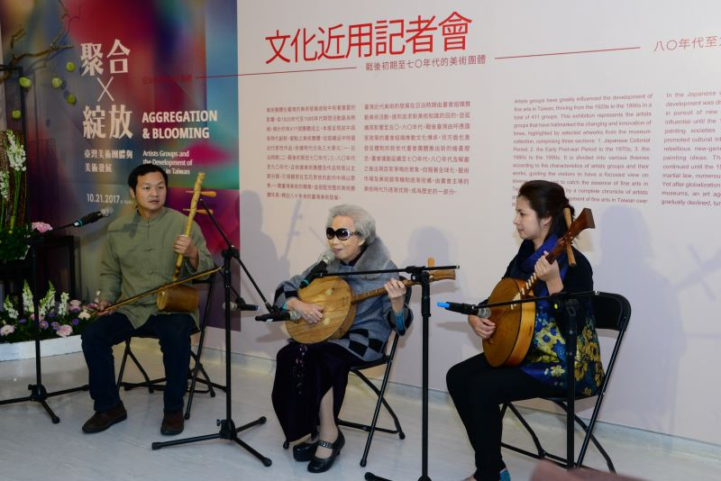 國寶說唱藝術家楊秀卿(中)與微笑唸歌團表演