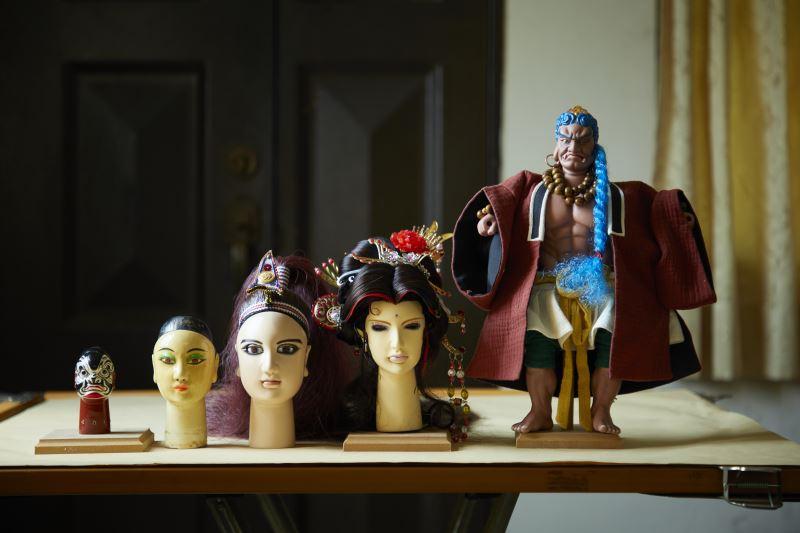 從傳統偶、舞台偶,到初期於電視上演出的電視偶,以及後來再改進的片場偶,皆有相當大的不同。