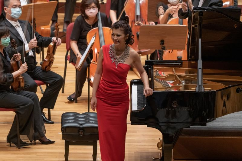 鋼琴家陳毓襄於NTSO 2021樂季開季音樂會與水藍合作演出帕格尼尼主題狂想曲