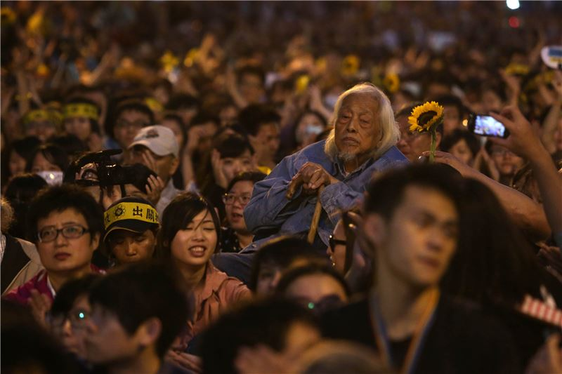 Shi Ming at a Sunflower Student Movement rally (2014) (Source: Central News Agency)