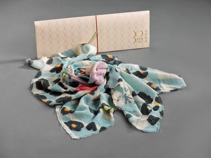 國美館以典藏作品廖未林《花布一》開發30周年典藏絲巾