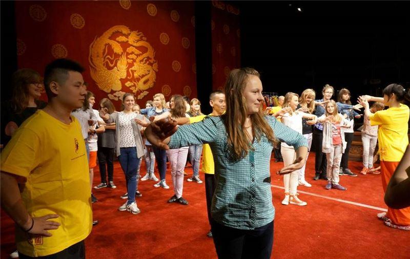 拉當藝術教育示範講座與學生互動