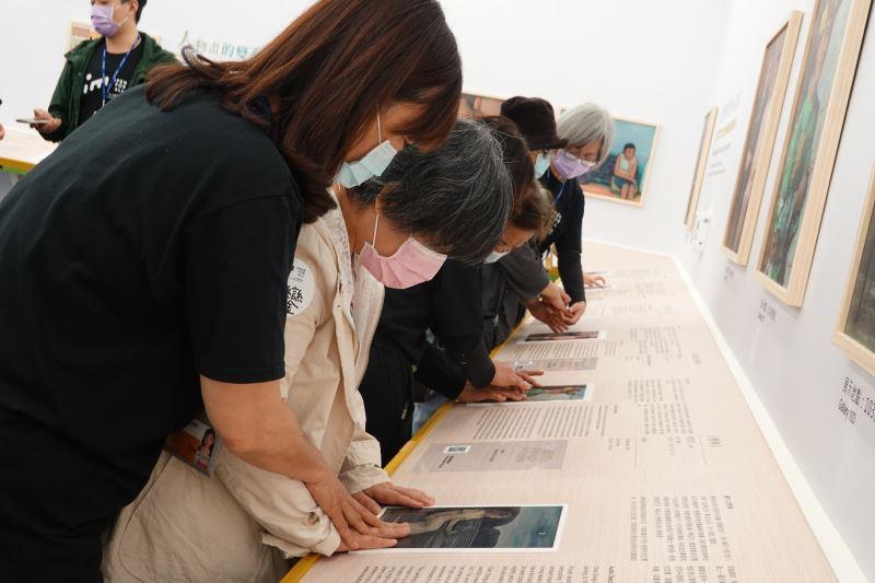 以畫作觸摸彩圖了解順天展中的人物畫作品。