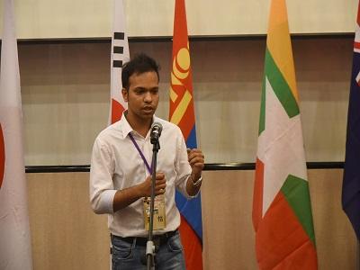 參賽者中唯一來自南亞國家-印度,羅怙同學上台演說