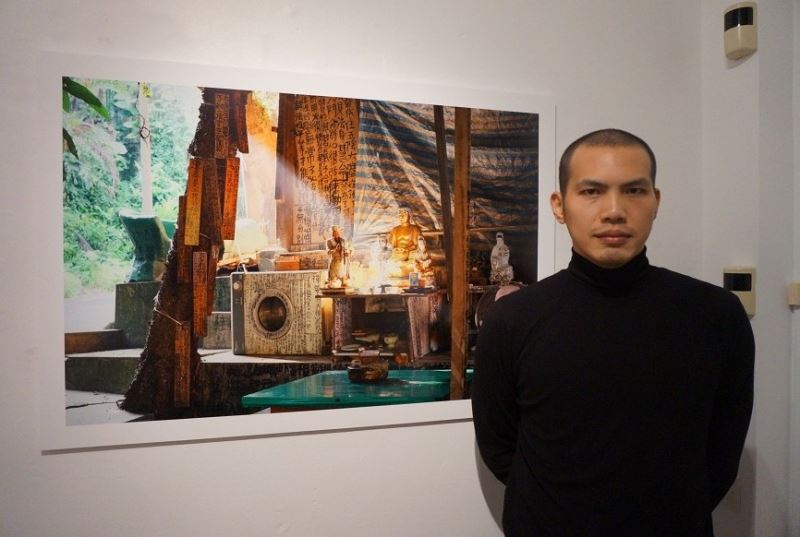 Artist Yehlin Lee and an image from his