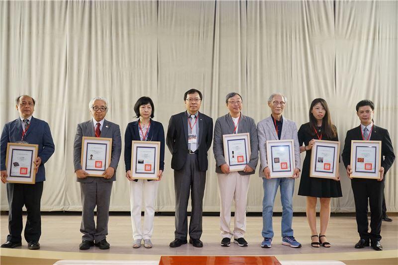 工藝中心許耿修主任(左四)與來自日本、韓國、越南及中國的學者合影