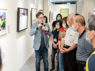 策展人古耀華教授現場導覽。