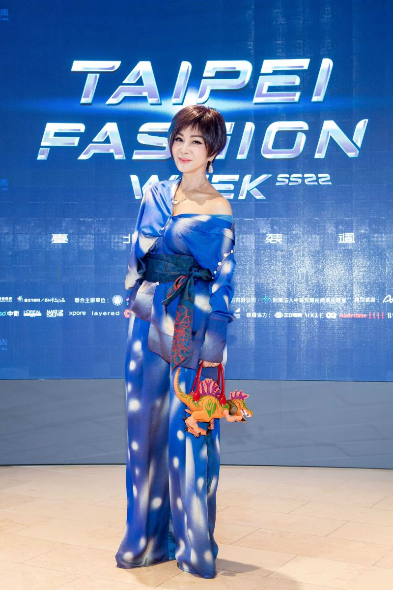 陳美鳳出席「2021臺北時裝週SS22」