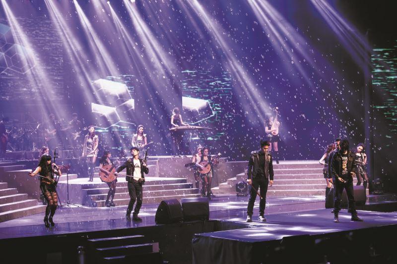 2007年采風將傳統器樂注入搖滾與電子風格,推出《東方傳奇-搖滾國樂》,造成極大轟動。