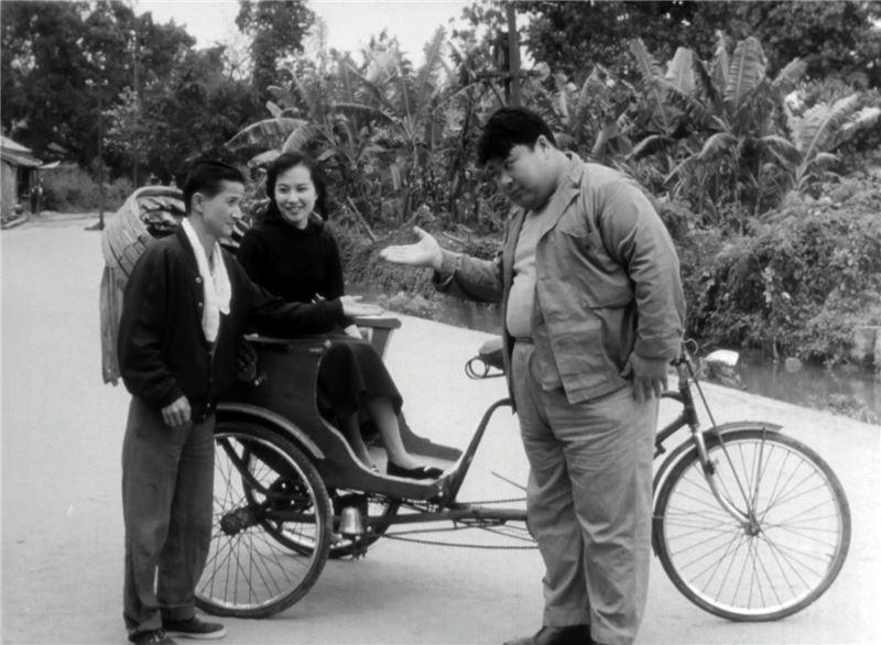 王哥不忍好兄弟傷心,決定拿出獎金,在四十四天內,與柳哥結伴暢遊台灣名勝古蹟,展開一連串趣味橫生的冒險之旅。
