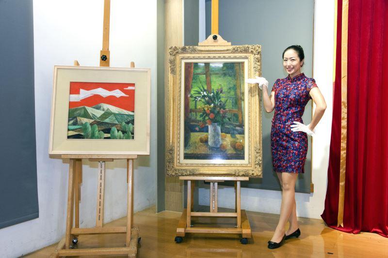 國美館與中華郵政推出「臺灣近代畫作郵票(107年版)」 圖為林之助〈暮紅〉(左)、廖德政〈窗邊〉(右)