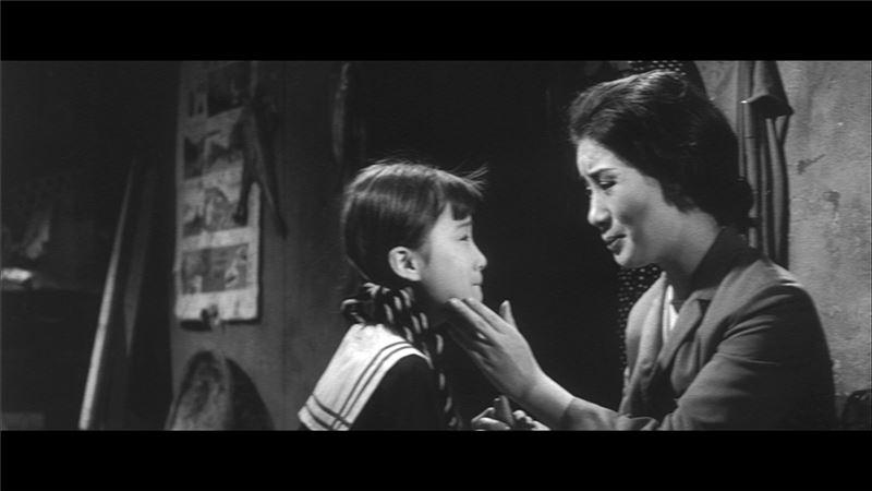 日後成為台灣歌仔戲首席小生的楊麗花,在片中以少女形象現身,藉一頂金色假髮之有無(遙遙領先《重慶森林》的林青霞)一人分飾母女二角,今日觀之,楊麗花此一角色的形象反而有種「敢曝」(campy)的趣味。