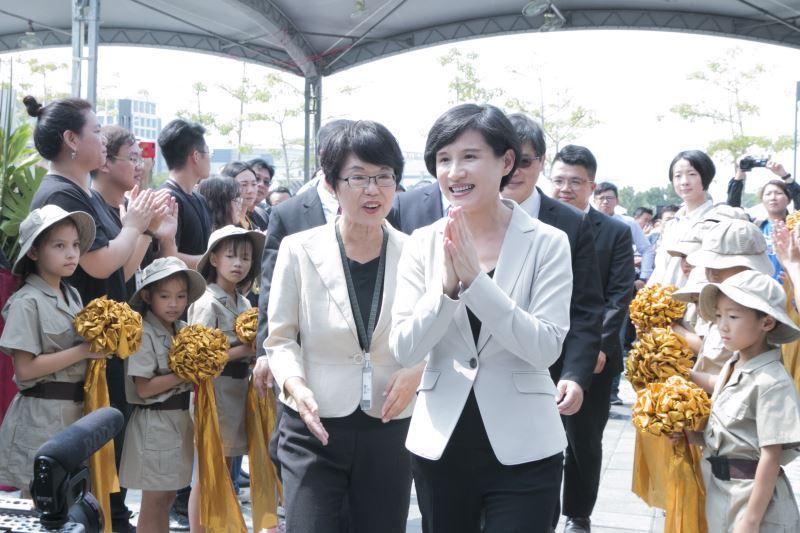 文化部長鄭麗君感謝全體人員的參與,共同見證南科考古館正式啟用。