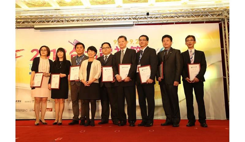龍應台部長與「101年電視節目行銷海外地區公開播送獎勵」獲獎代表合影