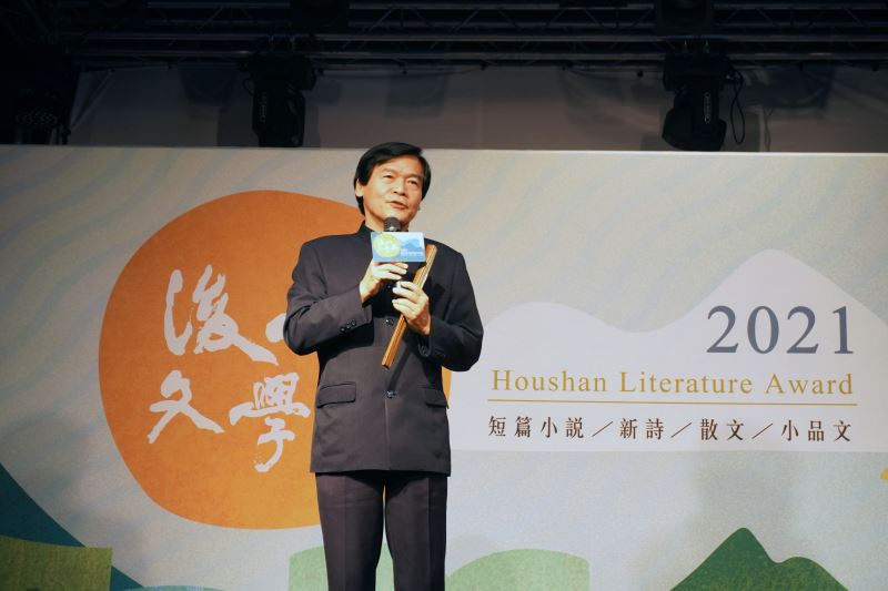 開場演出由余國強社長及洄瀾詩社成員帶來詩歌朗誦演出