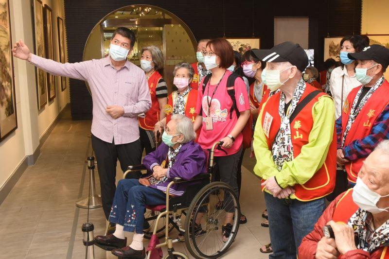 百歲人瑞參觀中山國家畫廊「周澄八十回顧展」