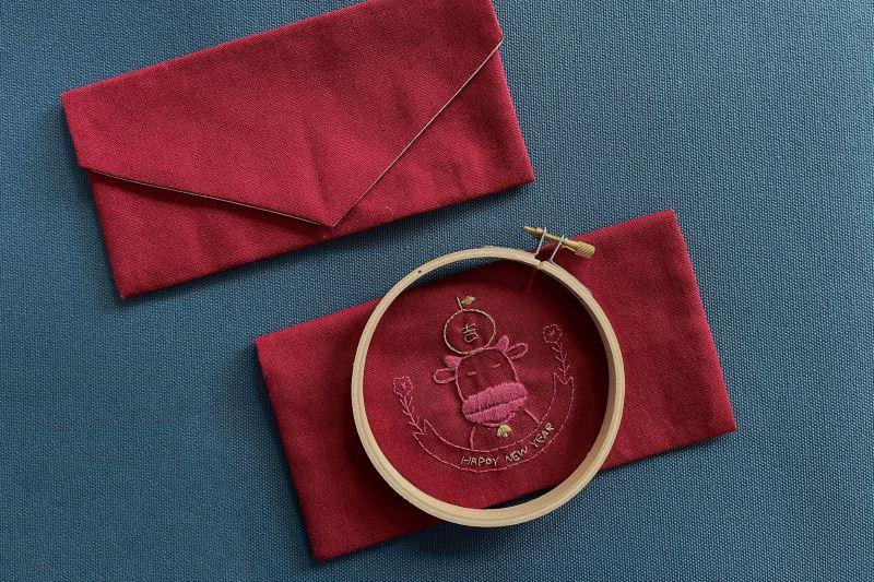 1221新聞照片:國立傳統藝術中心將舉辦「牛年旺返-春藝盎然」活動,邀請親子一同前來體驗紅包袋刺繡(圖片由【錦物生活有限公司】提供)
