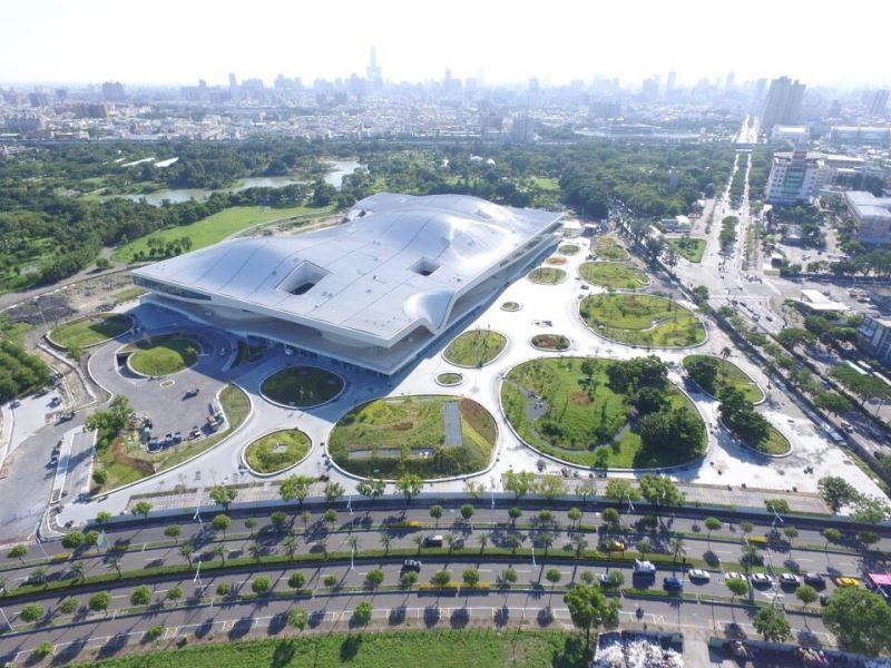 衛武營國家藝術文化中心於今(107)年10月啟用開幕後,將為南臺灣注入強勁的藝文能量及豐沛的資源。