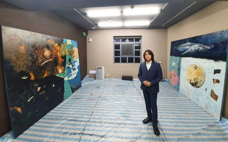 藝術家黃亦中創作2幅大型油畫
