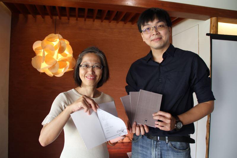 (左)國立臺灣文學館副館長蕭淑貞,(右)草根出版主編鄭清鴻
