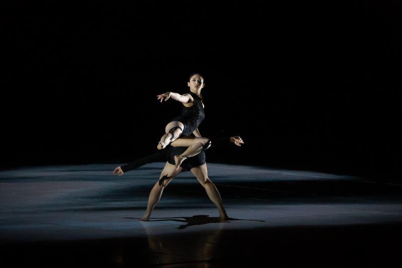 《普羅米修斯的創造》極至舞團的每位舞者展現強烈的表現力