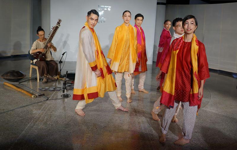 「嬌豔之夏」服裝秀-設計師:印度設計師Sunita_Shanker