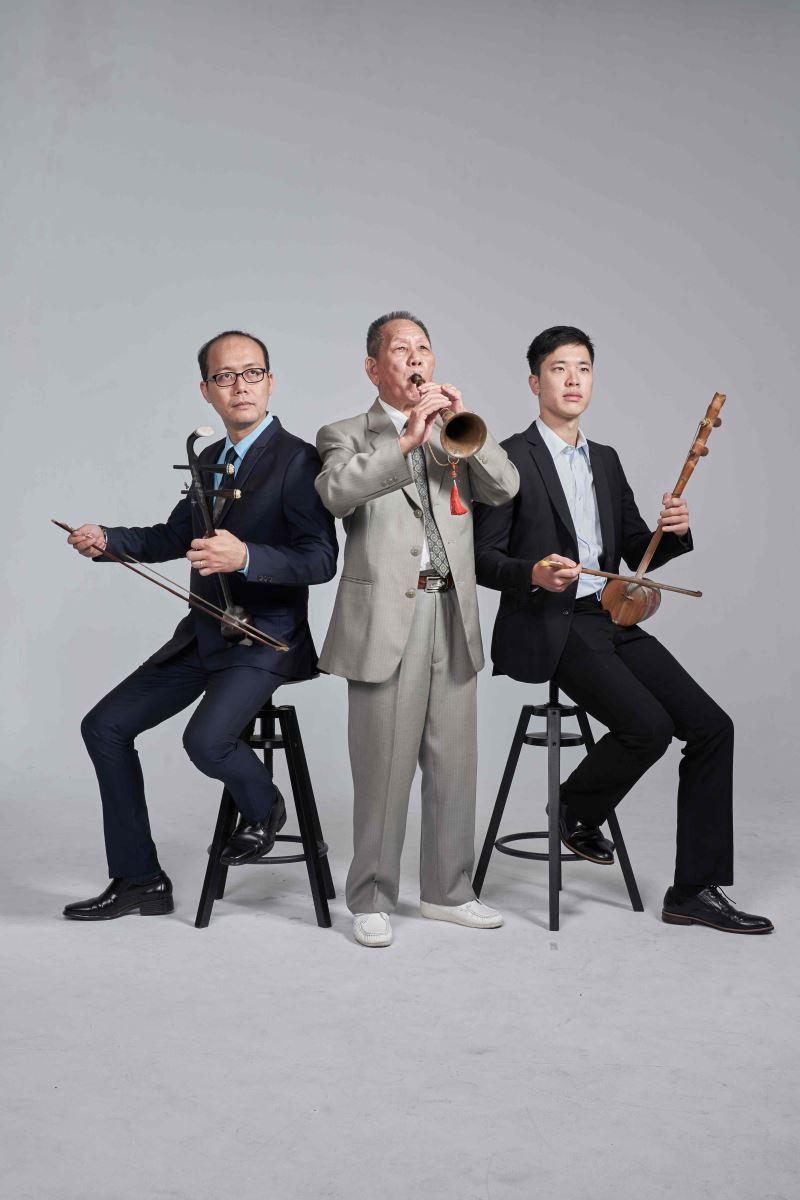 民權歌劇團培訓藝生(右邊-高承駿)中為林竹岸老師左為林金泉老師