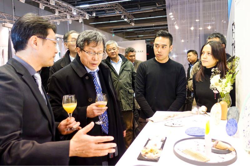 謝志偉大使聆聽Studio Lim (濯濁有限公司)簡介商品創新概念