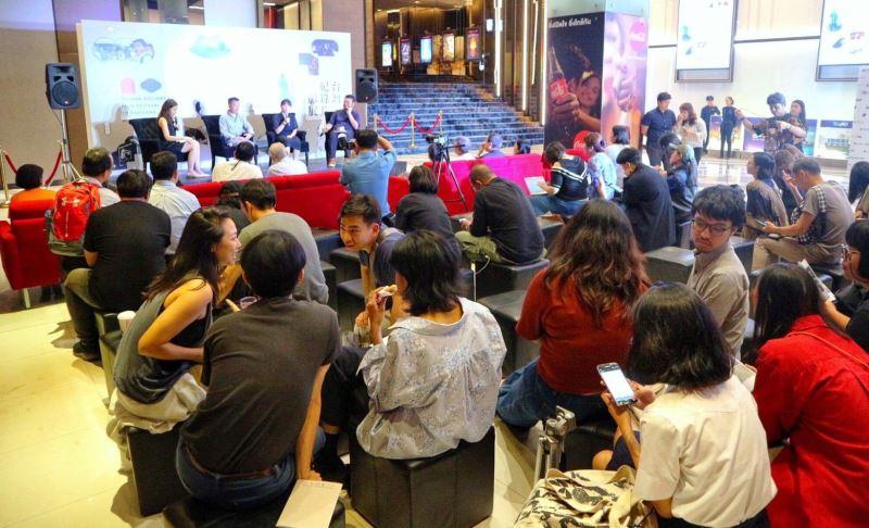 開幕活動中,由國家電影中心專員吳怡伶(右二)及導演盧盈良(左二)分享交流臺灣政府與電影機構如何促進支持紀錄片創作