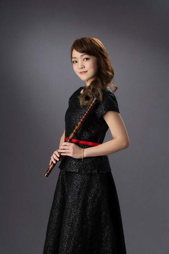 長笛教授Amy Porter、樂團首席劉貞伶,聯手用竹笛與長笛鮮活描寫臺灣農村生活《草蜢弄雞公》。