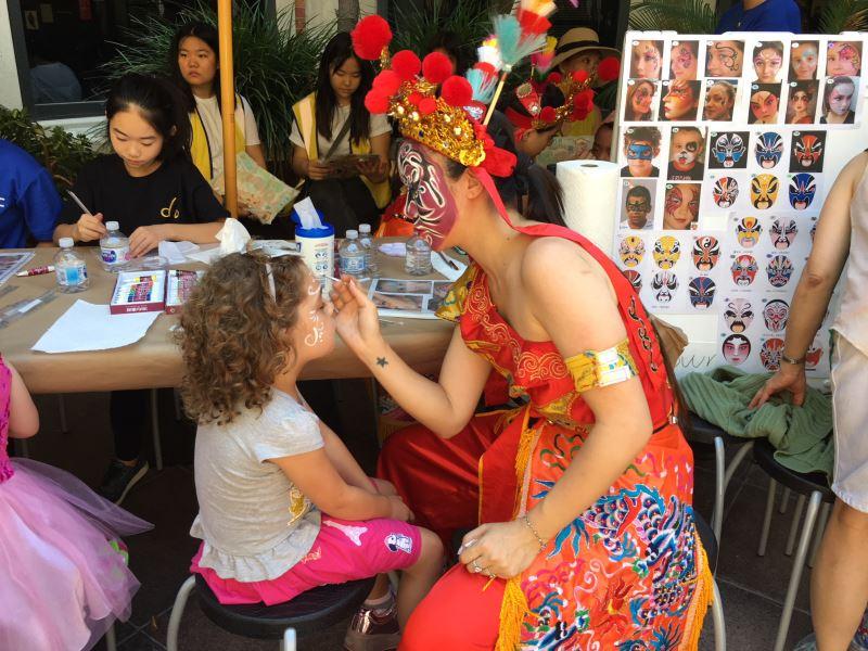 駐洛杉磯臺灣書院與加州大學洛杉磯分校Fowler Museum 推臉譜彩繪親子工作坊