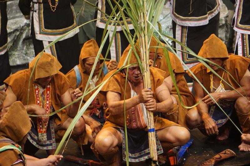 《越嶺∼聆聽布農的音樂故事》音樂會主要講述布農族人不斷越嶺、遷徙的故事,Lileh合唱團在演出中表演了包括Pasibutbut(祈禱小米豐收歌)、Pislahi(獵前祭槍歌)等歌謠。