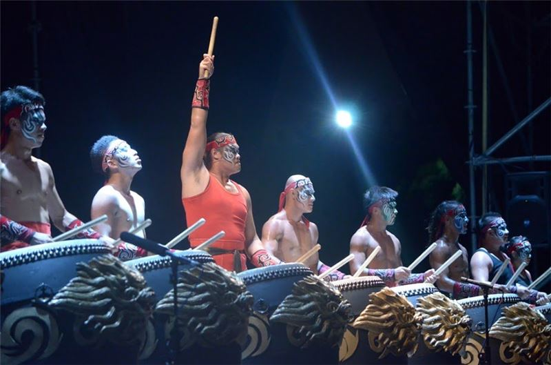 """ The Traveler: San- Tai-zi ""was finally put on stage in Kaohsiung for the first time after the troupe went through six months of training in the desert."