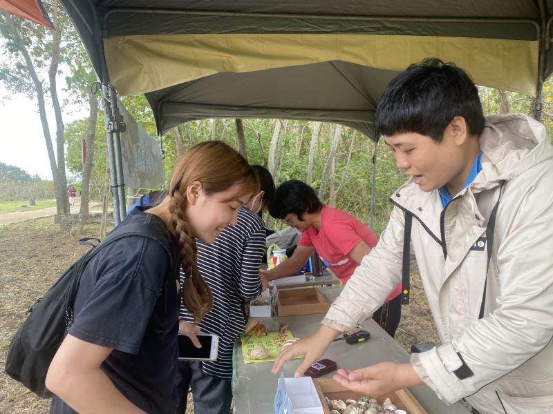 史前館卑南遺址公園25日辦理定向運動競賽,吸引150名學員參加
