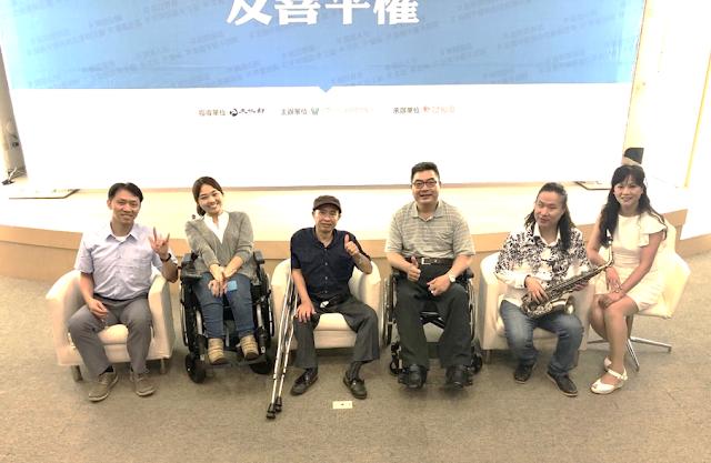 由左至右為李信賢老師、林欣蓓老師、李永謨老師、許宗煥老師、吳柏毅老師、游文君主持人