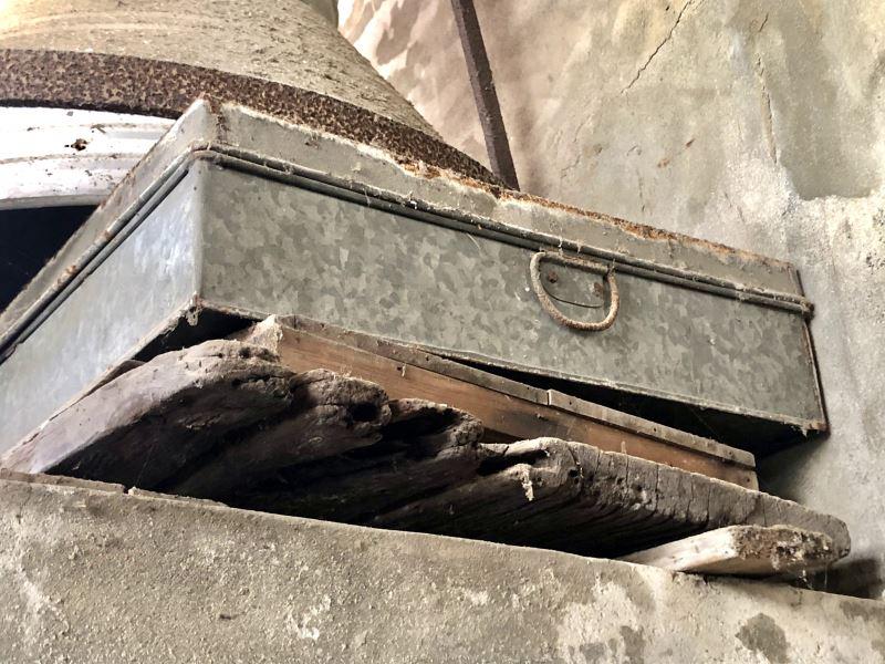 1100106拜會李志元前輩#雲林北港-裝載歷史見證的便當盒,就藏匿於天花板附近的行李箱中