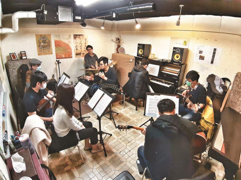 2009年開始,絲竹空開辦音樂教室,除了培訓國樂手,也給國樂愛好者一個練習空間。