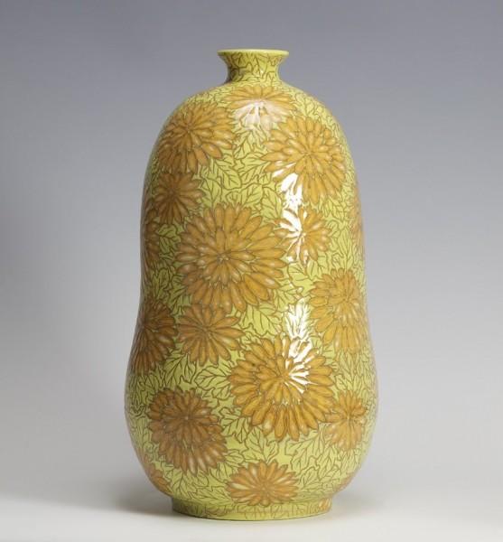 2010   Gourd-shaped Vase with Chrysanthemum Pattern