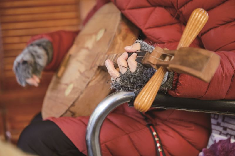 楊秀卿以一把樂琴,說一世人的故事。