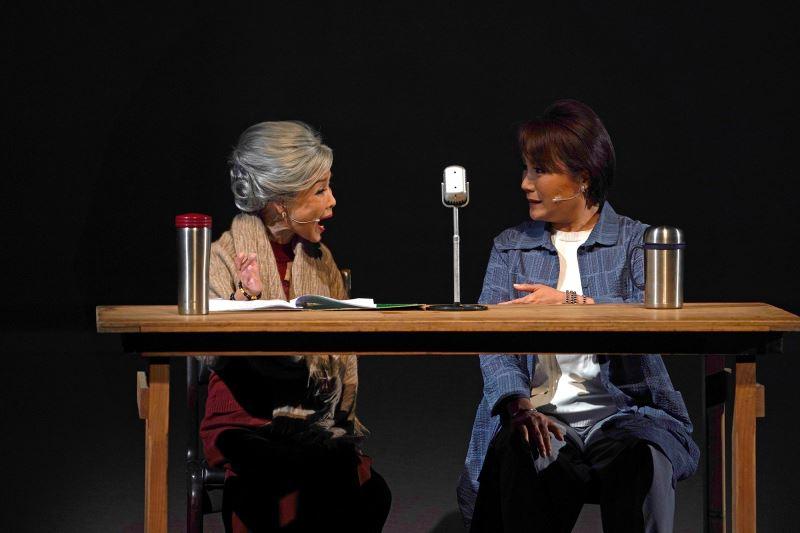 廖瓊枝、趙美齡 廣播員演出中,兩人對唱_薪傳歌仔戲劇團《望鄉之夜》
