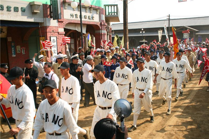 The KANO (Chiayi Agricultural High School) team's triumphant return to Taiwan after capturing second-place in an all-Japan high-school baseball tournament (from KANO, 2013) (Source: Central News Agency)