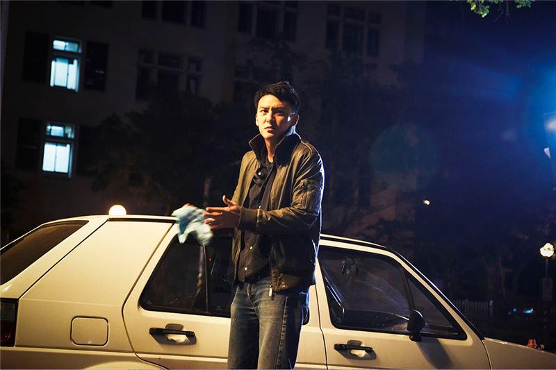 鍾孟宏導演出身芝加哥藝術學院,擔任廣告導演多年。繼黑白紀錄片《醫生》之後,《停車》乃其首部劇情長片,充分顯現他獨特而強烈的個人風格。此片全為夜景拍攝,是台灣罕見的「黑色電影」類型與「黑色喜劇」風格,呈現出對現代都市的陰翳禮讚。他對演員的選擇和呈現,也顯示出他對明星魅力的敏感。